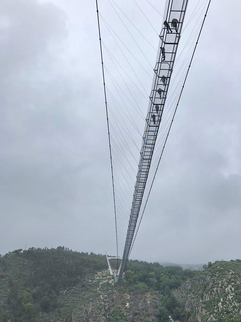Arouca 516 w Portugalii - najdłuższy pieszy most wiszący w Europie i drugi na świecie.