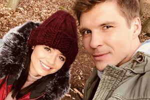 Adriana Kalska i Mikołaj Roznerski z serialowym Szymkiem