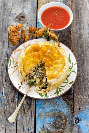 Placek z kurczakiem, podgrzybkami i konfiturą pomidorową z mango