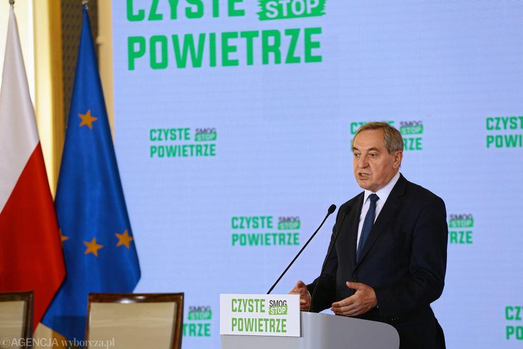 Minister środowiska Henryk Kowalczyk podczas uroczystości podpisania porozumienia w sprawie realizacji programu priorytetowego 'Czyste Powietrze', 7 czerwca 2018.