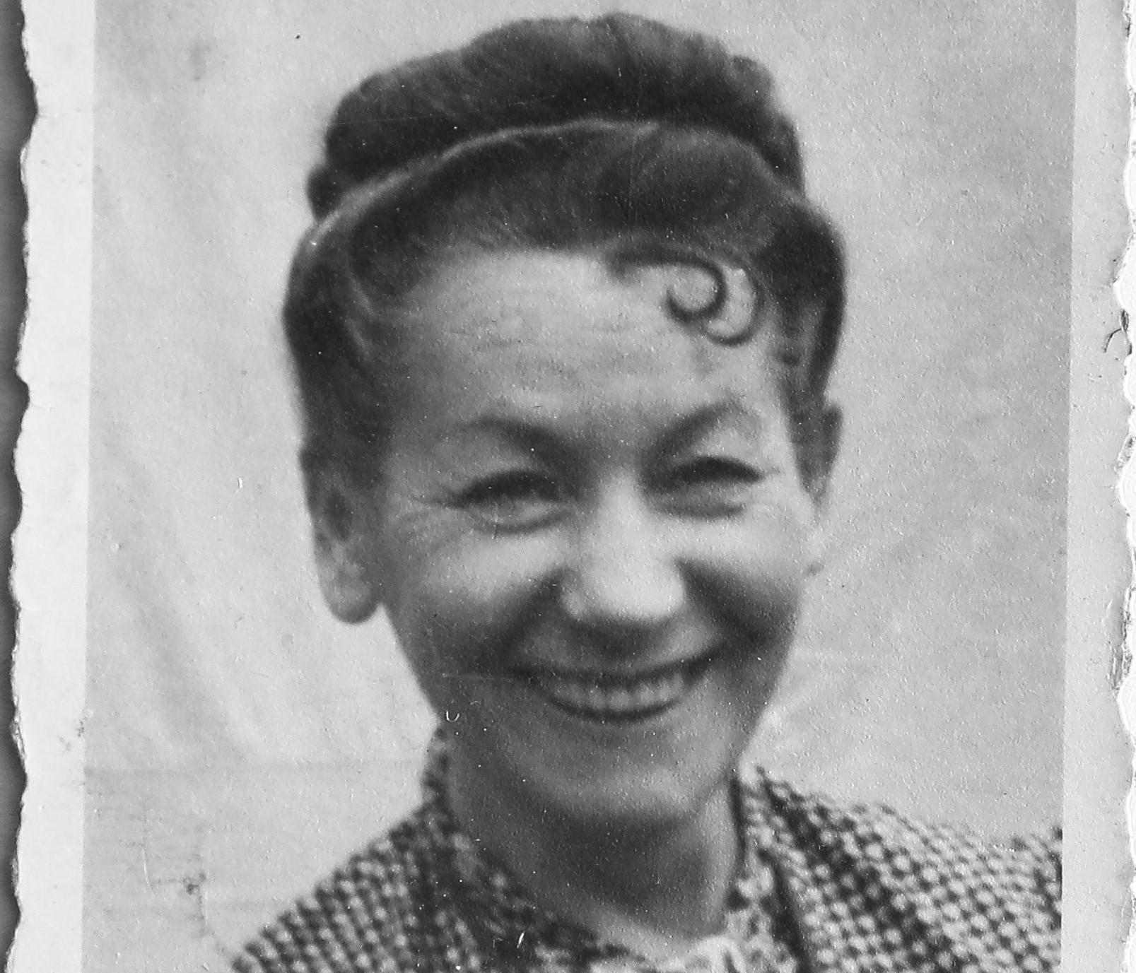 Anna Likierman była silną kobietą, jednak niewolnicza praca w obozie ją zmieniła - nie przypominała już tej uśmiechniętej osoby ze zdjęcia (fot. Archiwum prywatne)