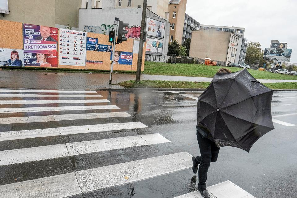 Pogoda. IMGW ostrzega przed silnym wiatrem (zdjęcie ilustracyjne)