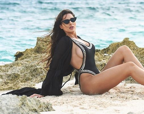 Grzegorz Krychowiak i Celia Jaunat nadal na Bahamach. Wag pływa w oceanie pełnym świń