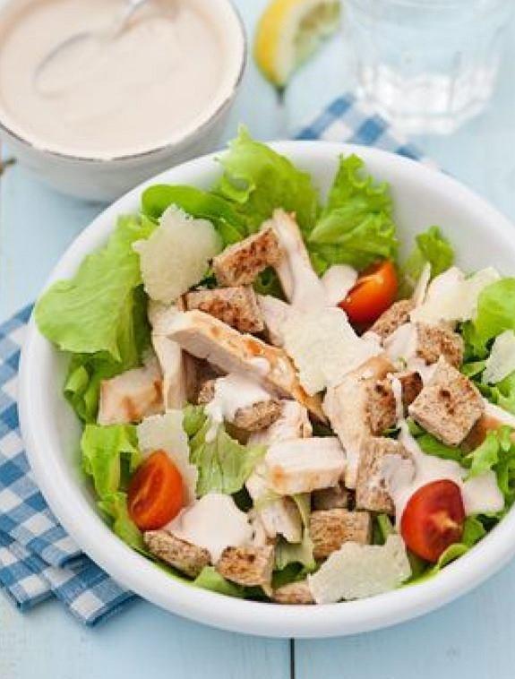 Sałatka z dużą ilością czosnku to potrawa, która podkręca metabolizm