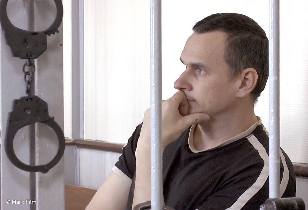 Oleg Sencow to ukraiński reżyser skazany przez wojskowy sąd Rosji na 20 lat łagru o zaostrzonym rygorze za rzekomą działalność terrorystyczną