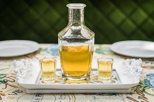 Miodówka - nalewka pełna smaku. Jakie ma właściwości i jak ją zrobić?