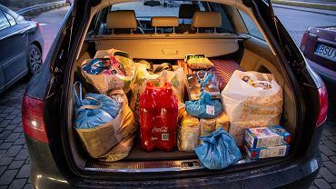 Duże zakupy w supermarkecie w związku z epidemią koronawirusa