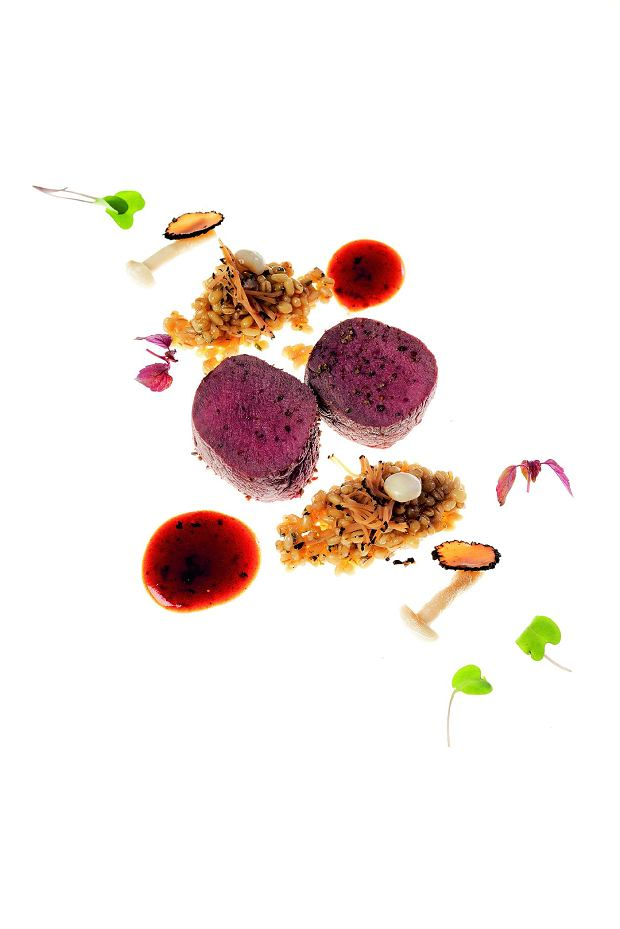 Comber jagnięcy z pęczakiem, truflą i sosem maderowym