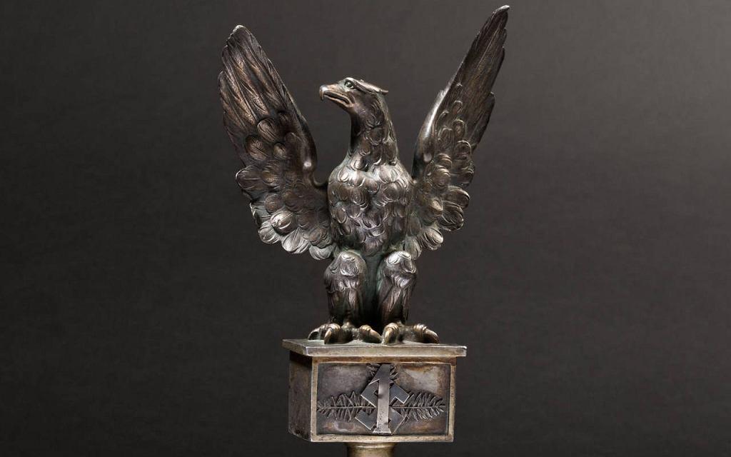 Polski orzeł ze swastyka na niemieckiej aukcji