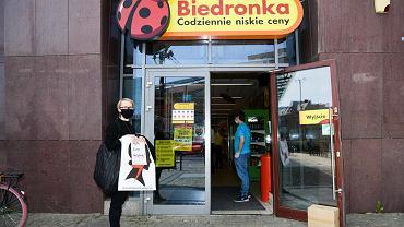 Strajk kobiet przeciwko ustawie antyaborcyjnej przed Biedronką we Wrocławiu