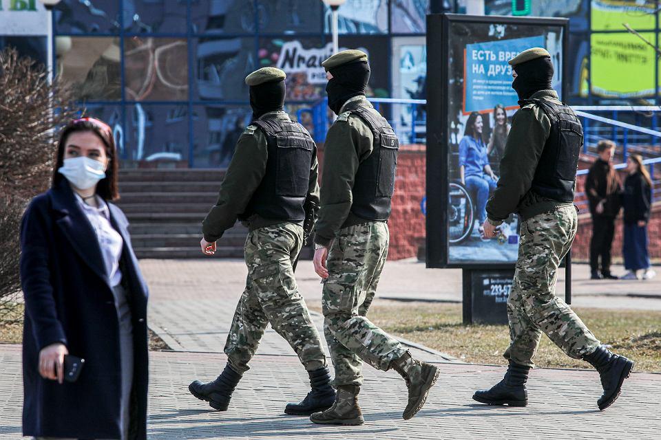 27.03.2021, białoruscy 'siłownicy' na ulicach Mińska