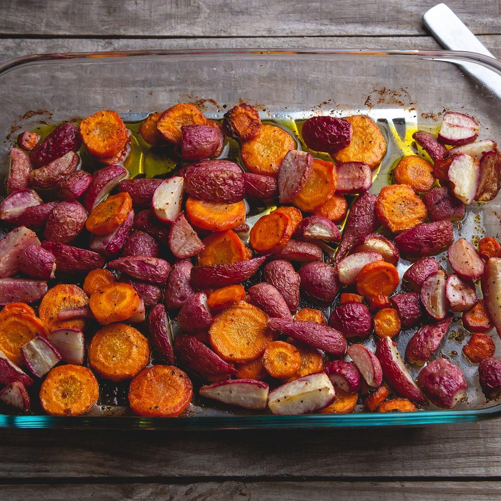 Pieczone rzodkiewki i marchewki
