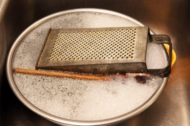 O ile używanie tarki jest raczej intuicyjne, czyszczenie jej może być nieco problematyczne.