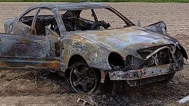 Urządzili sobie tor wyścigowy na A4. Ich samochód całkowicie spłonął