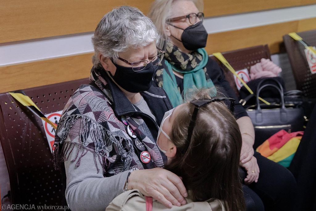 Ogłoszenie wyroku ws. babci Kasi, którą policja oskarżyła o znieważenie funkcjonariuszy oraz naruszenie ich nietykalności w czasie manifestacji przed Sądem Najwyższym w obronie sędziego Igora Tulei