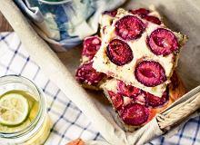 Placek drożdżowy z pumperniklem, serem i śliwkami - ugotuj