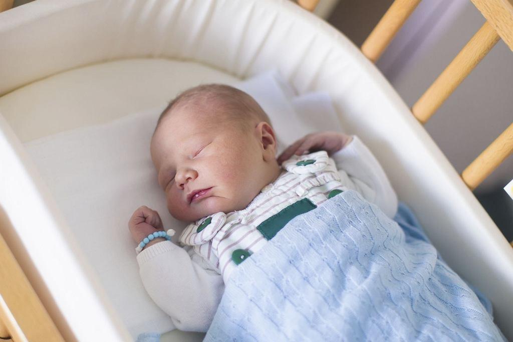 Śmierć łóżeczkowa (SIDS) to coś, co spędza sen z powiek wielu rodzicom. Jakie są przyczyny śmierci łóżeczkowej i jak możemy jej zapobiegać?