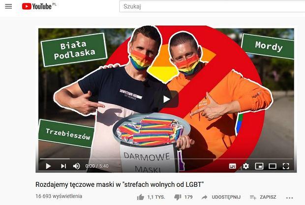 Jeśli nie godzimy się na miejsca wykluczające w Polsce, możemy to manifestować w przyjazny sposób. Jakub Kwieciński (w pomarańczowej bluzie) i Dawid Mycek rozdawali tęczowe maseczki w 'strefach wolnych od LGBT'.
