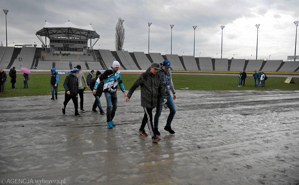 Częstochowa, 31 marca 2016. Z powodu deszczu trzeba było odwołać turniej eliminacyjny Złotego Kasku