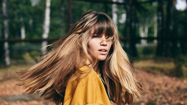 Kolory włosów - trendy na jesień 2019. Planujesz przefarbować swoje pukle? Podpowiadamy, które odcienie będą modne