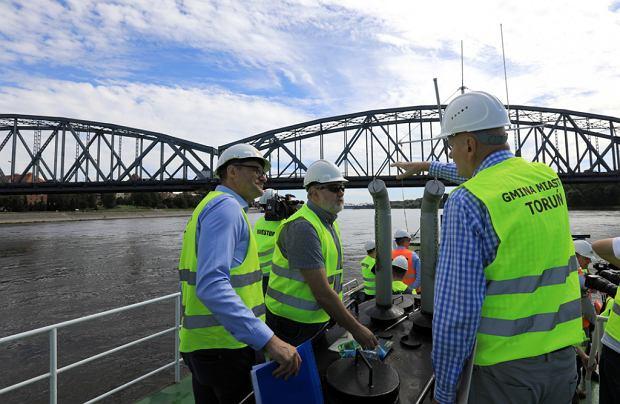 Zdjęcie numer 33 w galerii - Dziennikarze sprawdzali, jak przebiega rozbudowa starego mostu za 123 mln zł [GALERIA]