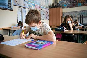 Powrót dzieci do szkół doprowadzi do drastycznego wzrostu zachorowań. Eksperci rekomendują opóźnienie otwarcia placówek