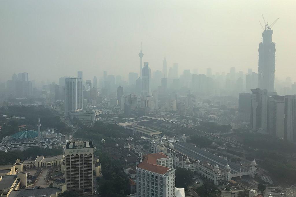 Malezja dusi się od trujących oparów. Rozdano pół miliona masek gazowych/ zdj. ilustracyjne