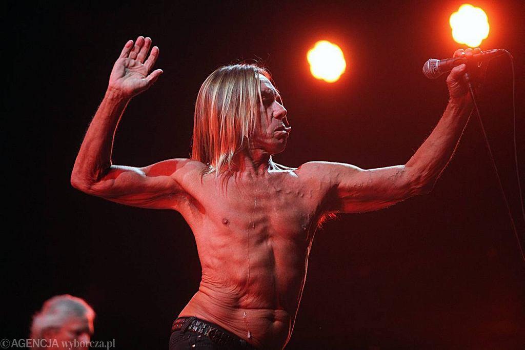 ...a czas cofnął się, gdy na scenę wyszedł Iggy Pop z The Stooges.  / Fot. Dawid Chalimoniuk Agencja Gazeta