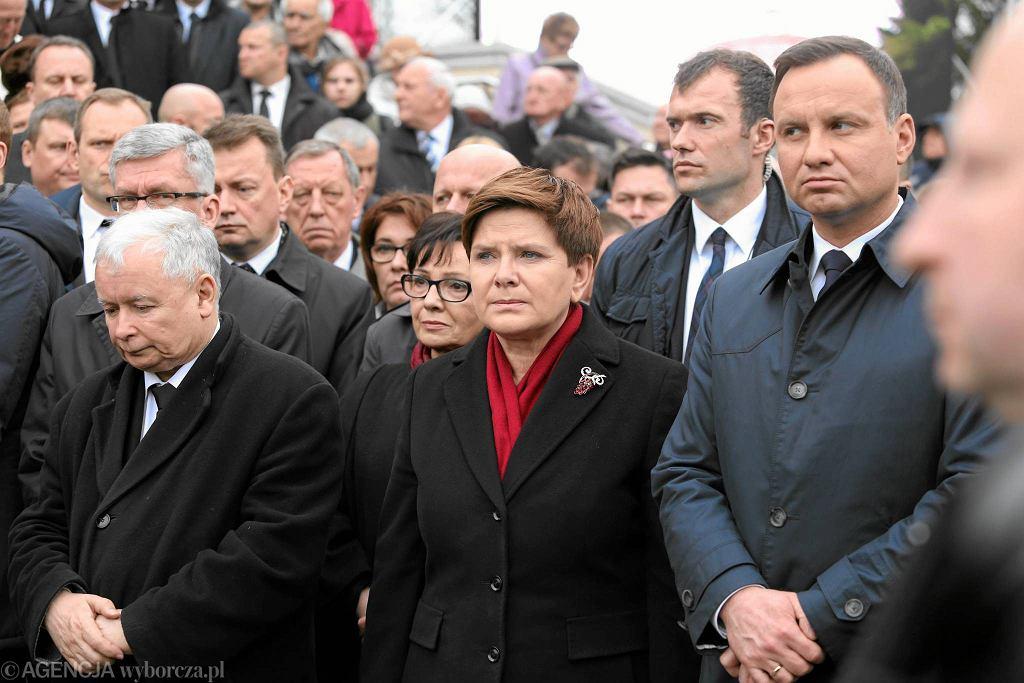 Jarosław Kaczyński, Beata Szydło i Andrzej Duda w kwietniu 2016