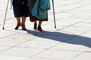 Premier Mateusz Morawiecki nakazał zablokować podwyżkę emerytur dla kobiet