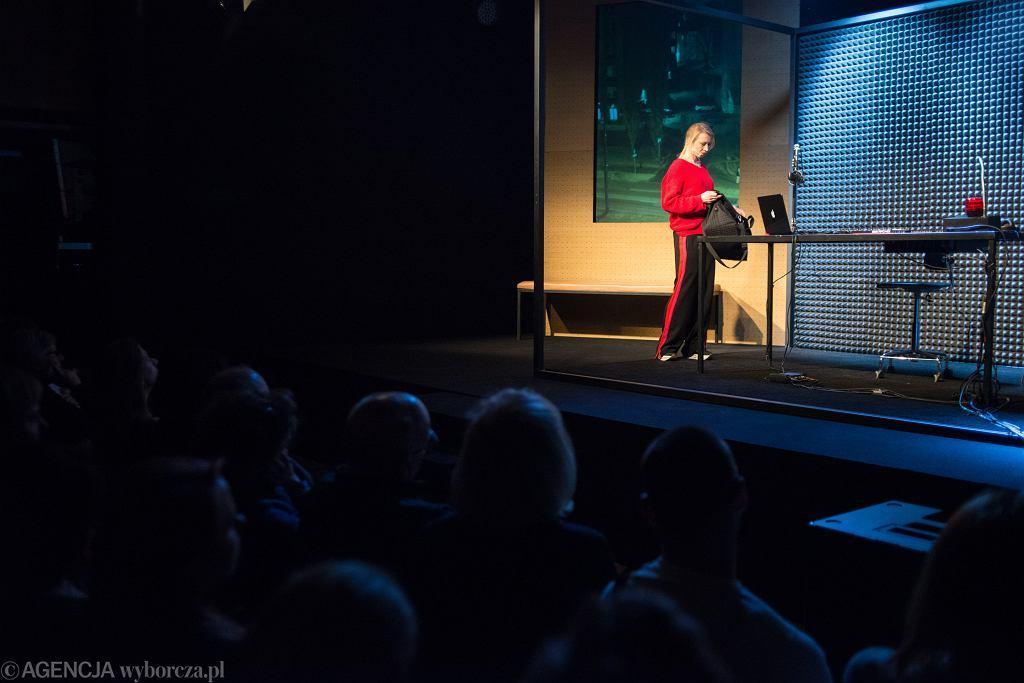 Spektakl 'Czekam na telefon' w reżyserii Mikołaja Lizuta w Centrum Premier Czerska 8/10 w Warszawie.