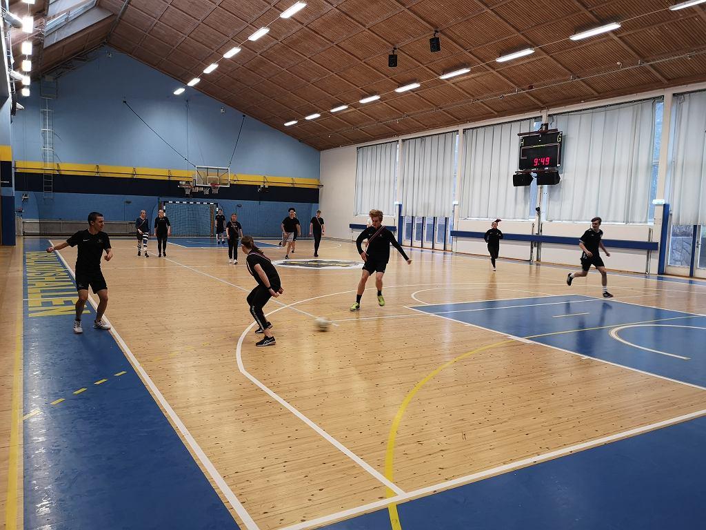 Lekcja wychowania fizycznego w szwedzkim liceum