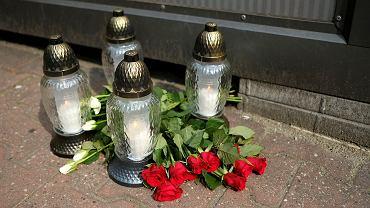 Znicze po wypadku na przystanku autobusowym przy ul. Mickiewicza w Katowicach, 31 lipca 2021 r.