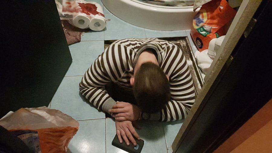 Miał kryjówkę pod podłogą