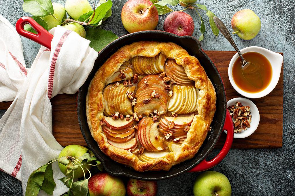 Galette z mąki orkiszowej z jabłkami i karmelem