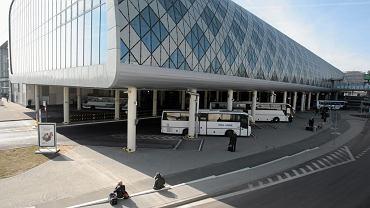 Dworzec PKS w centrum handlowym Poznań City Center