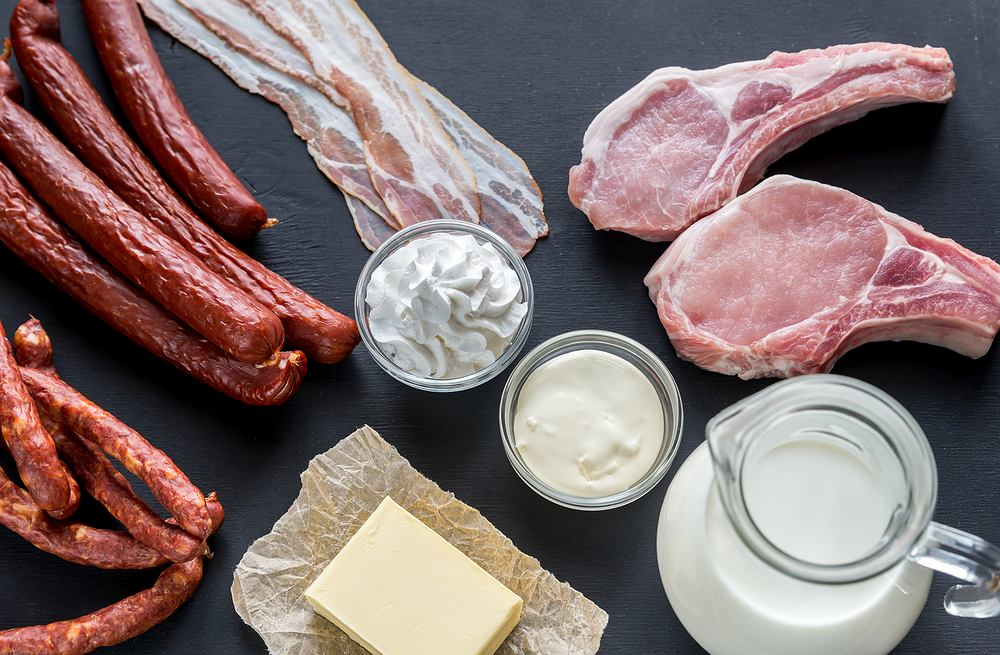 Do najlepszych źródeł tłuszczów nasyconych zalicza się między innymi mięsa, sery, masło, olej palmowy i kokosowy, a także tłuste mleko