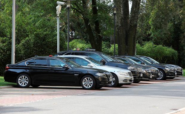 Limuzyny zamiast respiratorów. Rząd w październiku wydał prawie 3 miliony na nowe samochody