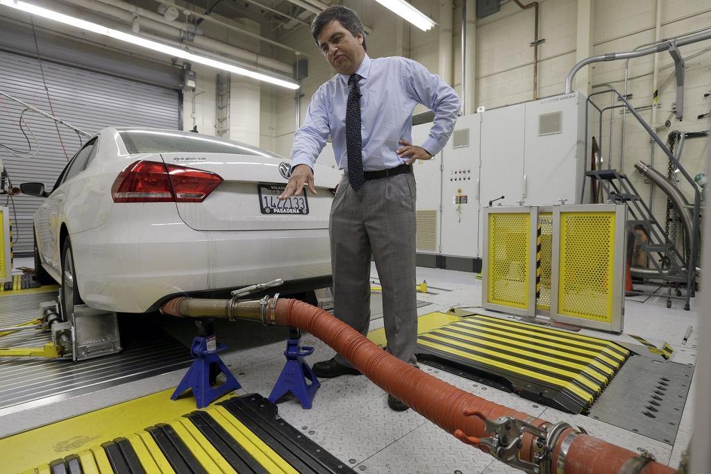 El Monte w Kalifornii. Volkswagen z silnikiem Diesela podczas testu emisji spalin.