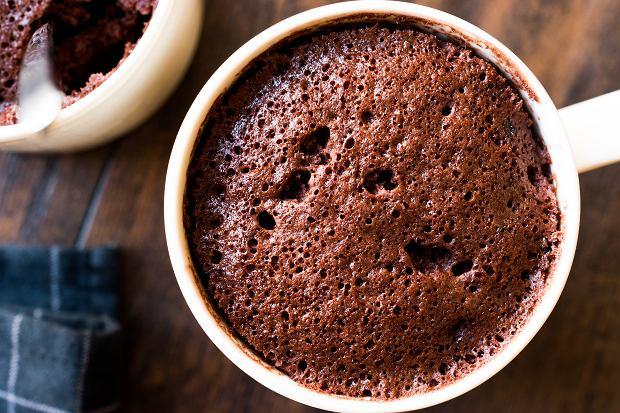 Ciasto z mikrofali, czyli jak zrobić deser, kiedy nie masz piekarnika? Podajemy trzy proste przepisy