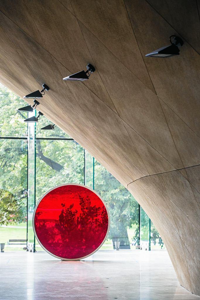 Anish Kapoor, Blood Cinema, Fot. M.Starowieyska. Wystawa 'Krew. Łączy i dzieli', Muzeum POLIN / / MAGDA STAROWIEYSKA
