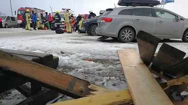 Wypadek na Bukowinie Tatrzańskiej. Wiatr zerwał dach i przygniótł cztery osoby.