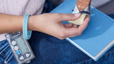 Hipoglikemia, inaczej niedocukrzenie, to stan, w którym ilość glukozy we krwi spada poniżej 3,9 mmol/l (70 mg/dl). Skutki zdrowotne hipoglikemii mogą być bardzo poważne, znaczny spadek poziomu cukru we krwi może być przyczyną wstrząsu hipoglikemicznego i śmierci.