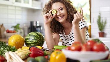 Jesteśmy uzależnieni od słonego, słodkiego i mięsnego. Za rzadko zaś sięgamy po produkty zbożowe z pełnego przemiału, warzywa i owoce, nasiona roślin strączkowych