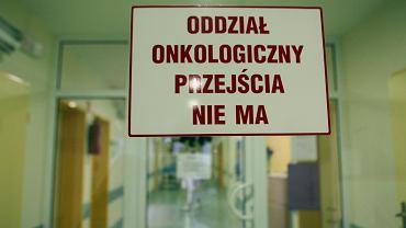 Po Nowym Roku wiele poradni nie może wydawać pacjentom tzw. zielonych kart - pozwalających osobom chorym lub z podejrzeniem raka na omijanie kolejek do badań