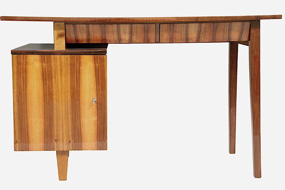 Stylowe biurko 20-11, które zaprojektował Mieczysław Puchała.