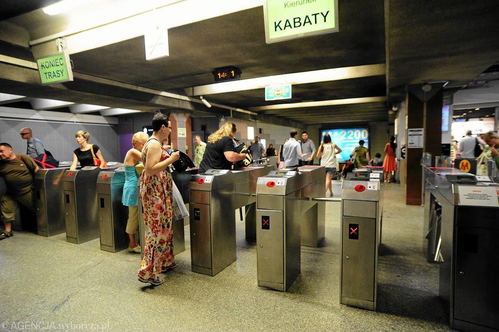 Bramki na stacji metra Politechnika