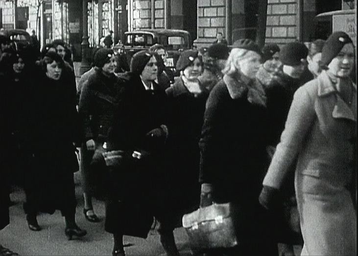 Kadr z filmu '' Powstanie zwykłych ludzi''