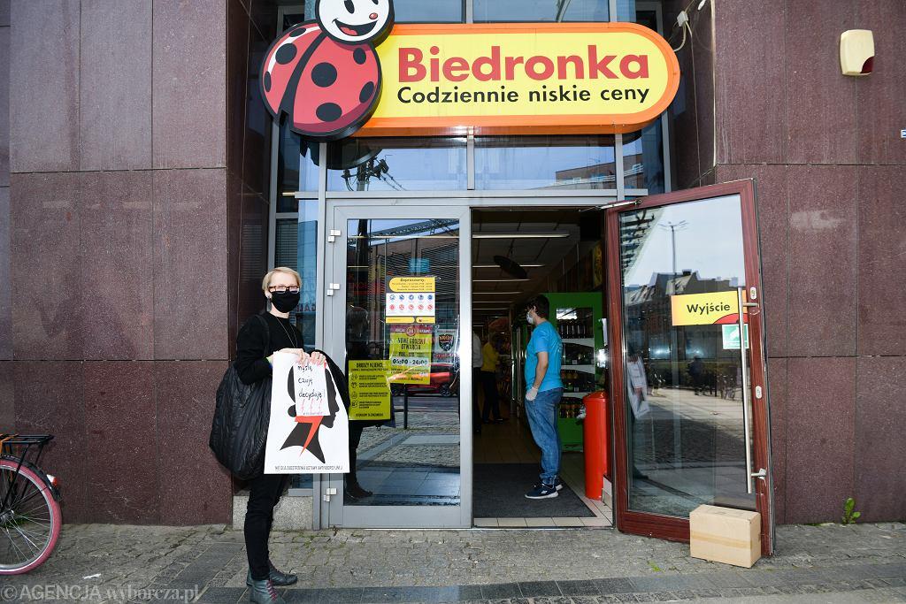 Od poniedziałku w Biedronce będzie można kupić testy na obecność przeciwciał COVID-19