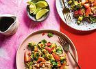 Sałatka z awokado, truskawkami i mięsem kraba